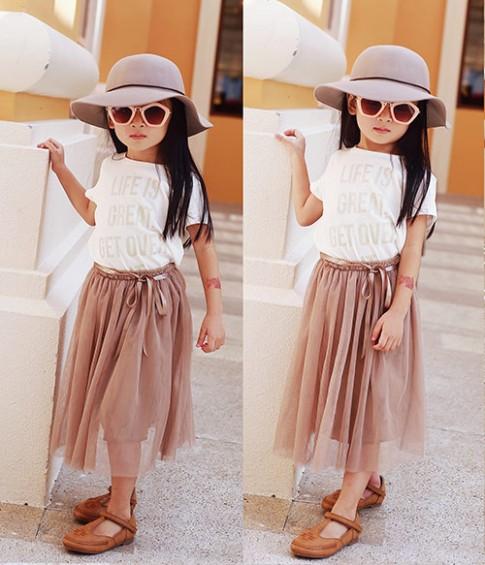 Bé gái Sài Gòn sở hữu tủ quần áo hàng trăm món tuyệt đẹp