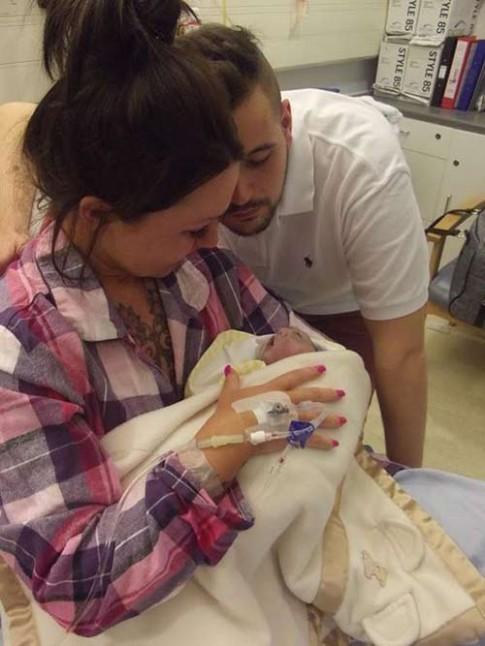 Bé sơ sinh hiến tạng rồi chết sau 100 phút chào đời