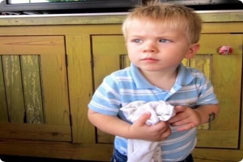 Bé trai 22 tháng tuổi sống sót kì diệu sau 30 phút tim ngừng đập