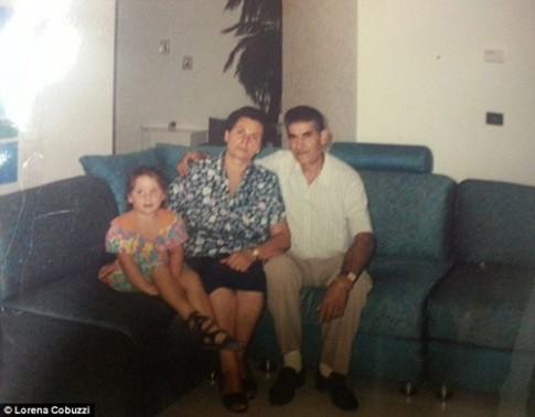 Bi kịch hai bé sinh mổ bị trao nhầm mẹ sau 26 năm