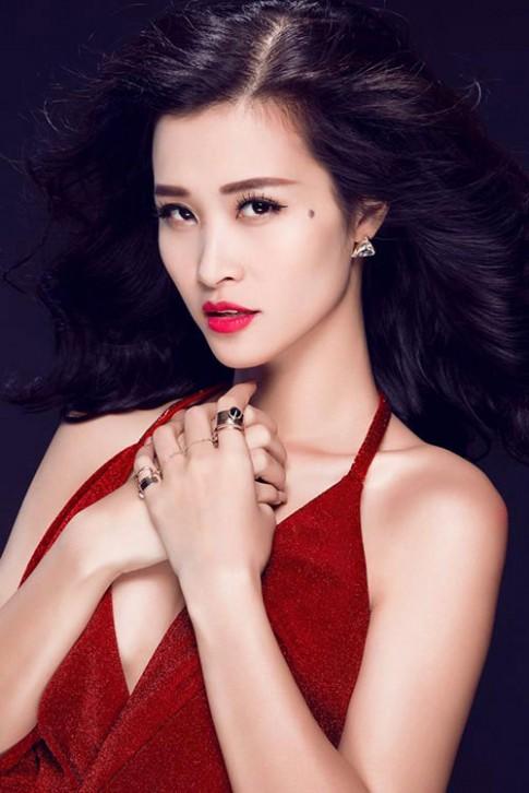 Bí quyết có đôi môi căng mọng, mềm mịn của sao Việt