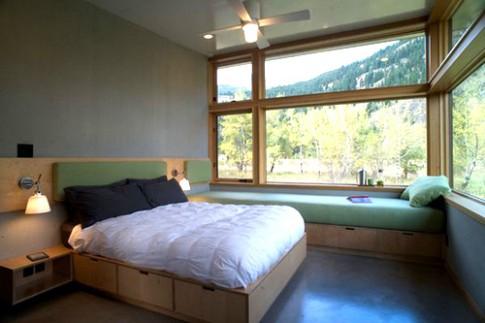 Biến gầm giường thành tủ đồ cực tiện