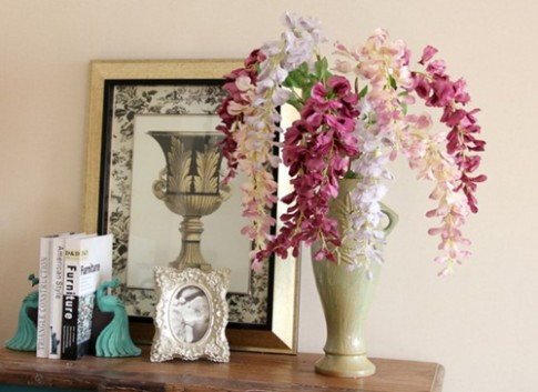 """Bình hoa nhà nàng """"cuốn mình"""" theo phong thủy"""