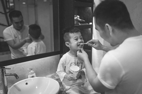 Bộ ảnh đầy xúc cảm của bố đơn thân bên con trai
