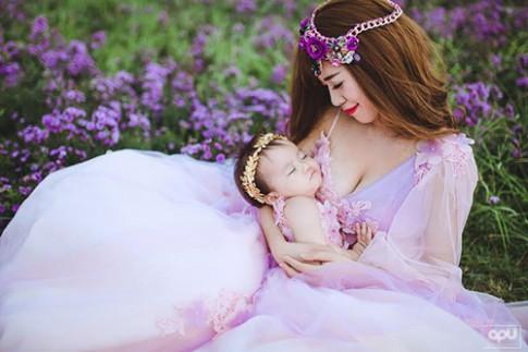 Bộ ảnh đẹp như cổ tích của hot girl Mai Thỏ bên con gái