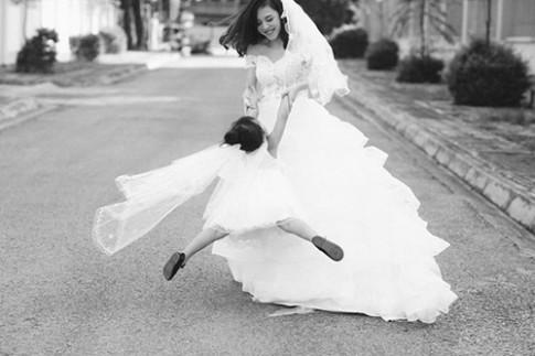 Bộ ảnh mẹ đơn thân tuổi 27 đẹp như thiên thần bên con