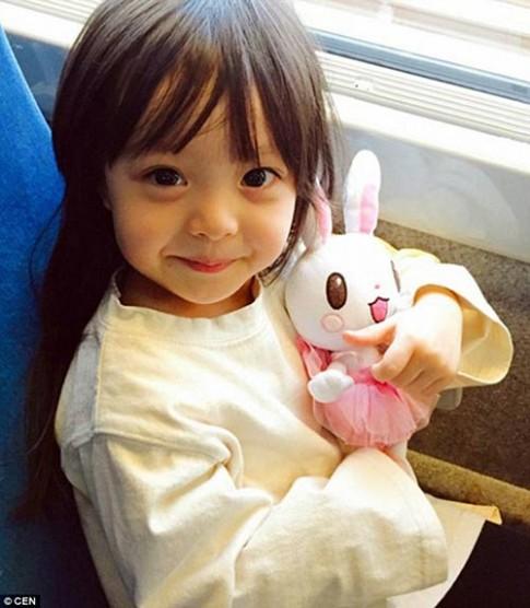 'Bông hồng lai' 3 tuổi Nhật Bản gây sốt khắp châu Á vì quá xinh
