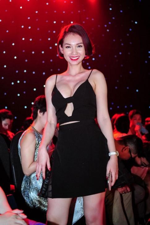 Bỏng mắt ngắm vòng 1 phổng phao bất ngờ của Quỳnh Chi