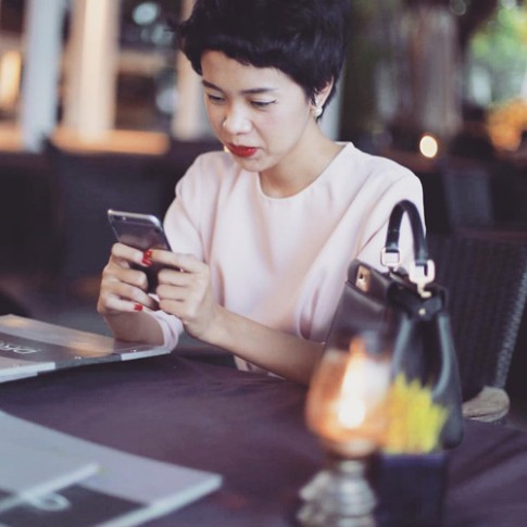 BTV Làm đẹp nổi tiếng Sài Gòn yêu son môi nồng nhiệt