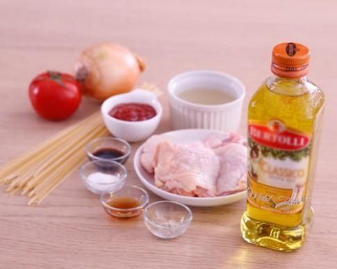 Bữa sáng nhanh gọn với mì Ý xào thịt gà