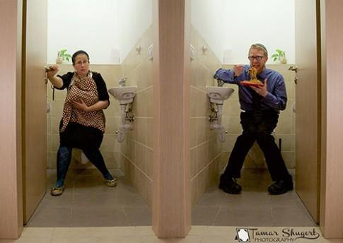 Bức ảnh phản đối cho con bú trong nhà vệ sinh gây xôn xao