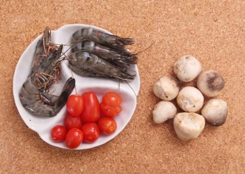 Cách làm lẩu Thái chua cay hấp dẫn cuối tuần