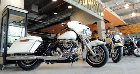 Cận cảnh cặp đôi Harley-Davidson phiên bản cảnh sát Mỹ giá tiền tỷ tại Việt Nam