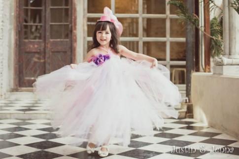 Cận cảnh chiếc váy mọi bà mẹ có con gái đều 'mê mẩn'