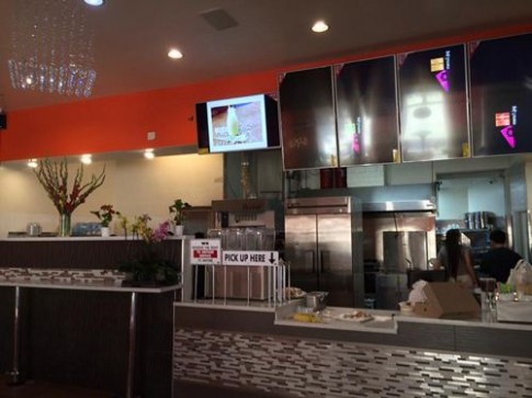 Cận cảnh không gian nhà hàng của vợ chồng Đan Trường