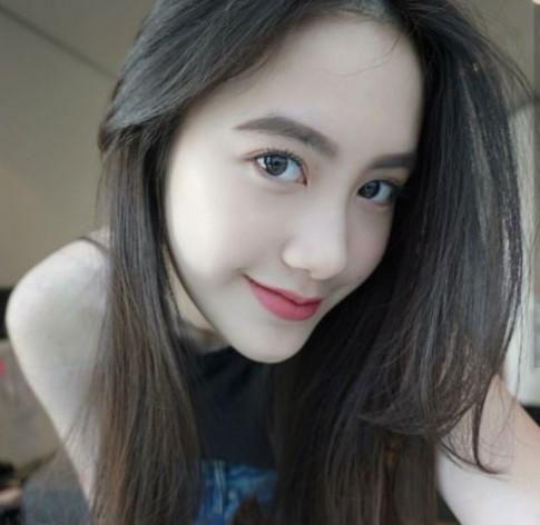Cận cảnh nhan sắc hot girl gốc Việt số 1 tại Lào