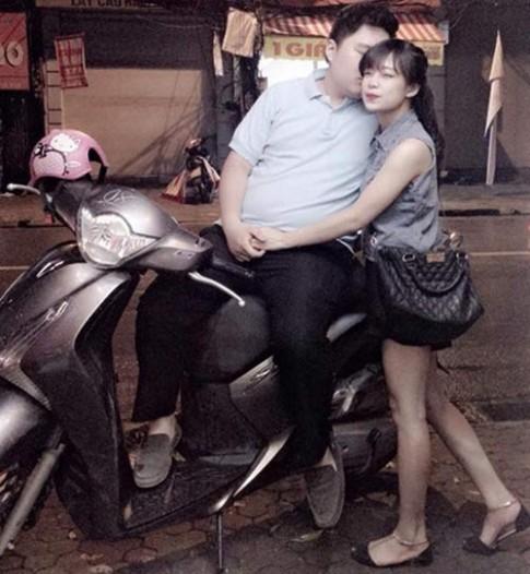 Cặp đôi bố 100kg, mẹ 40kg kể chuyện chăm con đầu lòng