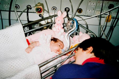 Cặp đôi phát hiện con gái bị ăn cắp nội tạng sau 20 năm