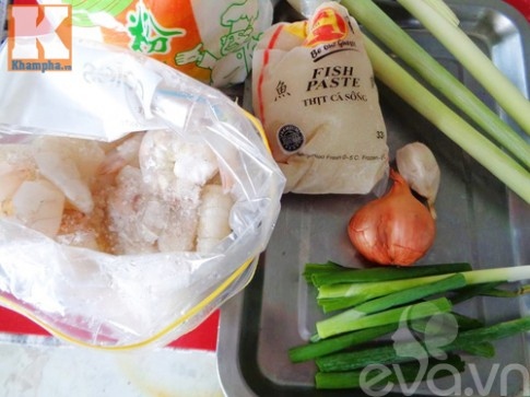 Chạo tôm cá bọc sả thơm lừng cả bếp