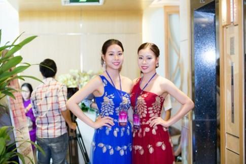 Chị em sinh đôi cùng nhau thi hoa hậu Việt Nam 2016