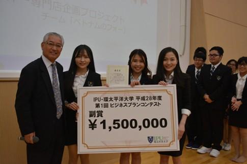 Chị em sinh đôi Việt học siêu giỏi tại Nhật nổi tiếng vì xinh đẹp