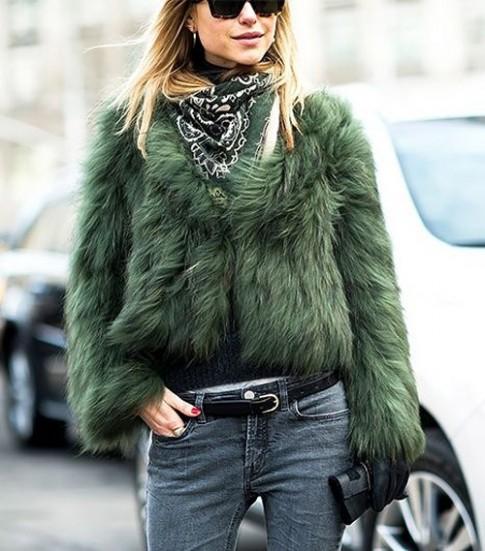 Chiếc khăn khiến dân sành thời trang lùng mua bằng được