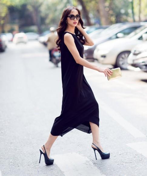 Chọn váy maxi đen che bụng mỡ tối đa cho chị em