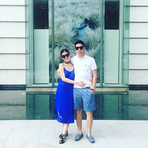 Chồng Á hậu Diễm Trang âu yếm bụng bầu 6 tháng của vợ