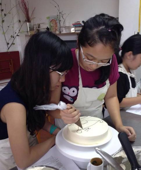 Chuyện 2 cô bé nữ sinh đam mê làm bánh