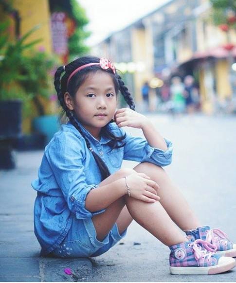 Cô bé 'điệu' nhất 'Bố ơi' đáng yêu tại phố cổ Hội An