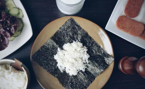 Cơm nắm kiểu Nhật dễ làm lắm nhé!