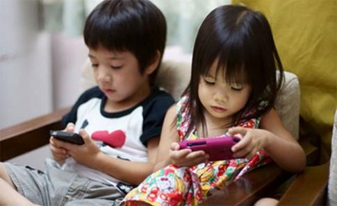 Con chậm nói, kém thông minh chỉ vì... smartphone!