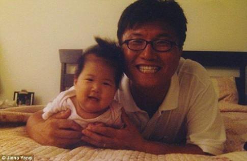Con gái đưa ảnh cha quá cố du lịch khắp thế giới