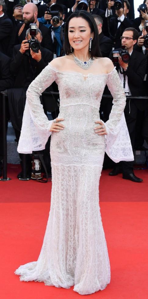 Củng Lợi khoe đường cong hoàn hảo ở tuổi 51 trên thảm đỏ LHP Cannes