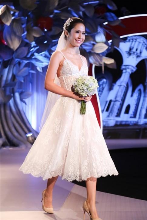 Cùng một trang phục, Thanh Hằng, Hà Hồ nổi bật hơn cả mẫu quốc tế
