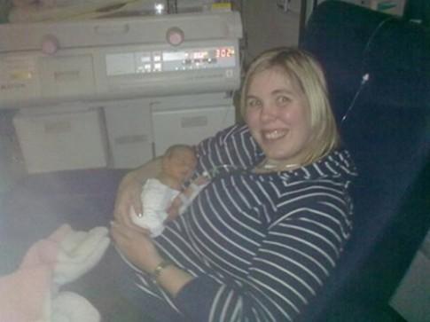 Cuộc sống hạnh phúc của cô bé chào đời chỉ nặng 1kg