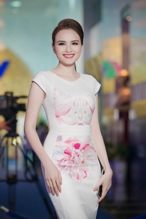 Đắm say vì nụ cười vạn người mê của hoa hậu Diễm Hương