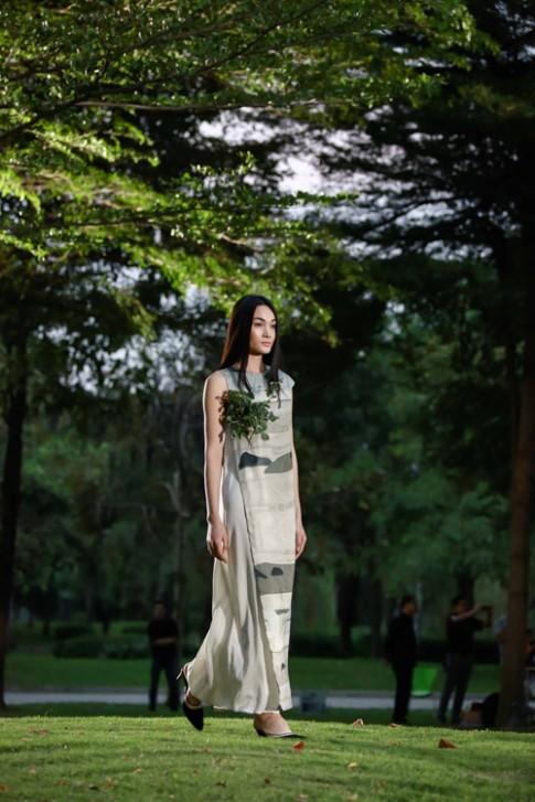 Dàn tiên nữ dập dìu trong khu vườn của Li Lam