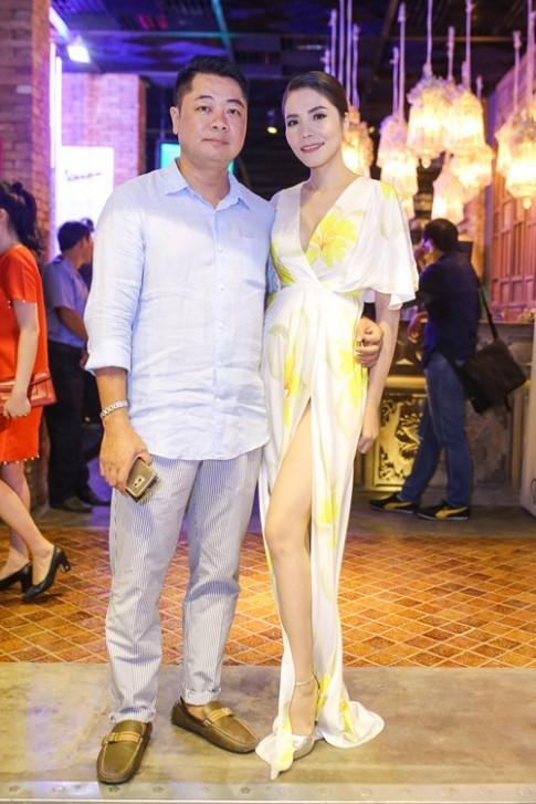 Đăng Khôi và bà xã thân thiết bên vợ chồng Ngô Mai Trang