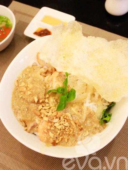 Đi ăn bún giấm nuốt Huế ở Sài Gòn