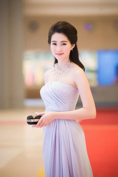 Điểm danh 7 mỹ nữ Việt có gu trang điểm đáng học hỏi