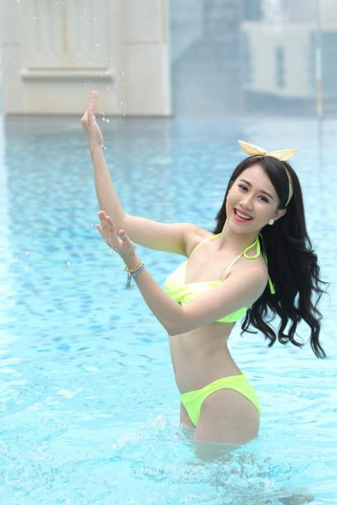 """""""Điệu"""" với phụ kiện khi đi bơi ngày hè."""