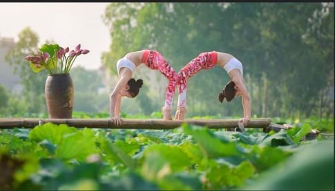 Đôi bạn thân 36 tuổi Hà Nội khoe thân hình tuyệt đẹp nhờ yoga