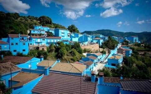 """Du ngoạn ngôi làng """"nhuộm xanh"""" ở Tây Ban Nha"""