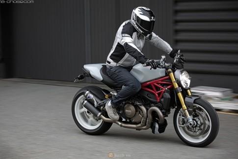 Ducati Monster 1200S trắng chất qua góc ảnh chuyên nghiệp