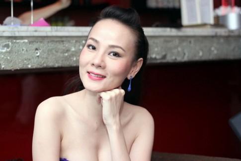 """Dương Yến Ngọc """"đẹp không tuổi"""" nhờ căng da mặt"""