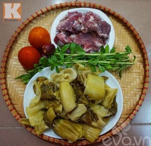 Gân bò hầm dưa cải chua thơm ngon đậm đà