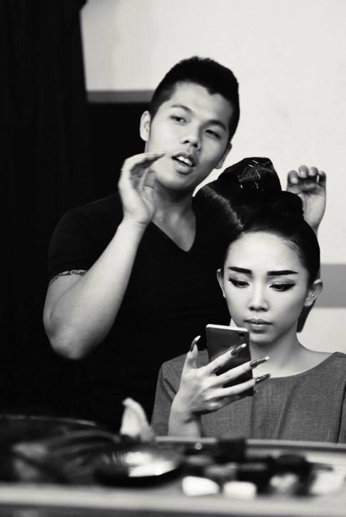 """Gặp """"chàng phù thủy"""" biến hóa tóc cho Linh Nga, Tóc Tiên"""