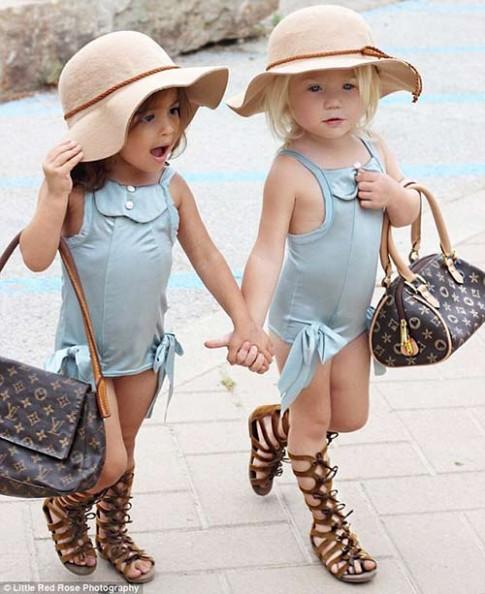 Gặp đôi bạn nhí 2 tuổi đang 'gây bão mạng' vì style cực chất
