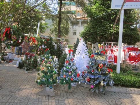 """Ghé những """"thiên đường"""" đồ trang trí Giáng Sinh ở TP.HCM"""